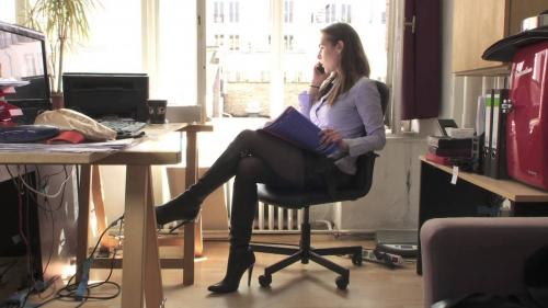 How to wear boots in the office?