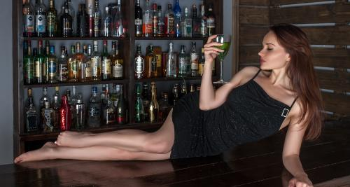 Reasons Why Whisky Loving Girls End Up Being More Attractive For The Men!