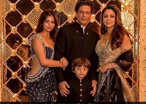 किंग खान की सुहाना शुरू करेगी बॉलीवुड में अपना सुहाना सफर इस फिल्म से