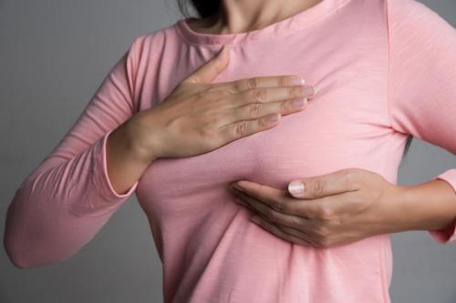 स्तन जांच के लिए अपनी बेटी को कैसे प्रोत्साहित करें