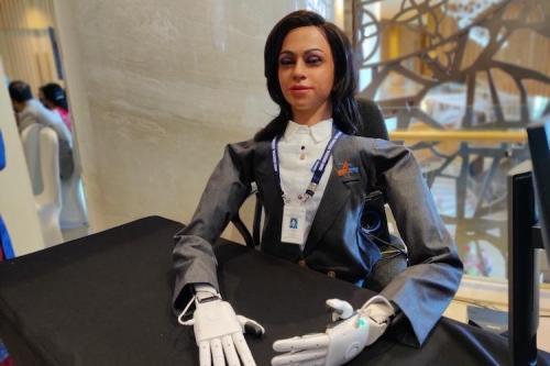 इसरो ISRO स्पेशल महिला रोबोट व्योममित्र गगनयान में बैठकर करेगी अंतरिक्ष यात्रा