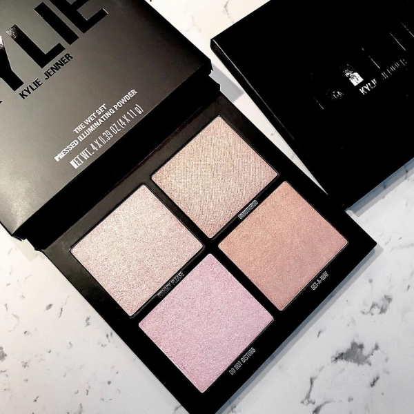 The Wet Set Pressed Illuminating Powder