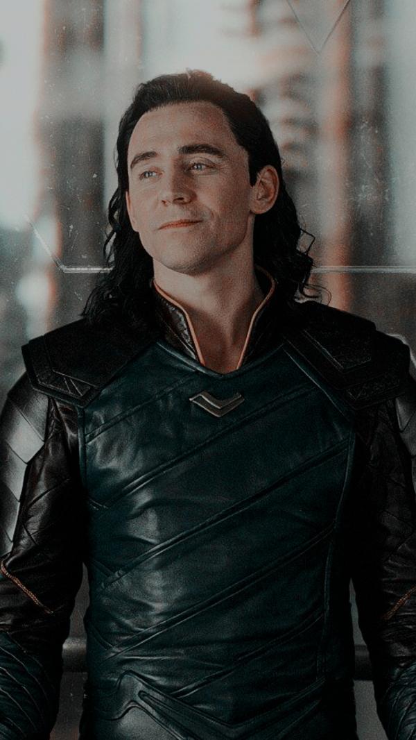 Tom Hiddleston loves shah Rukh khan devdas